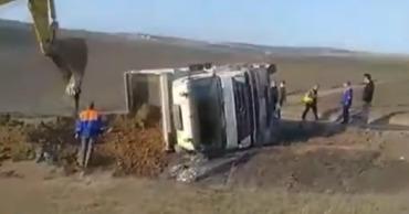 В Комрате перевернулся грузовой автомобиль.