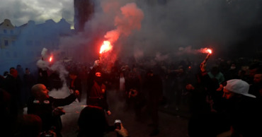 Полиция была вынуждена применить водометы и слезоточивый газ. Фото: reuters.com.