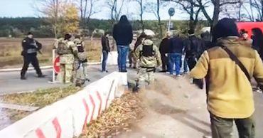 Драка националистов в Донбассе попала на видео.