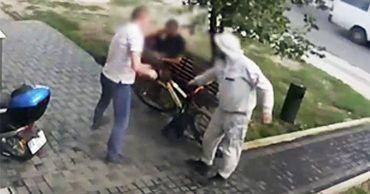 В столице молодой человек напал на мужчину и украл велосипед.