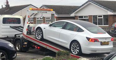 В новой Tesla Model 3 рулевое колесо отвалилось прямо во время движения.