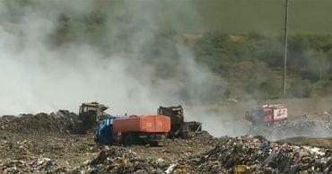 Власти не исключают, что пожар на свалке в Цынцаренах вспыхнул не сам по себе.