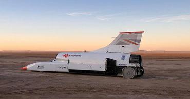 Реактивный автомобиль преодолел скоростной рубеж в 1000 км в час.