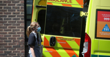 В Великобритании число жертв коронавируса превысило 44 тысячи.