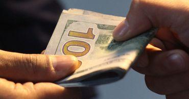 Перевозчики подозреваются в получении взятки в размере 100 евро от одного пассажира.