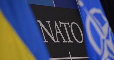 """В документе указывается, что """"Украина все еще далека от соответствия критериям членства в НАТО""""."""