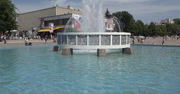 Бельцкий фонтан подключают к системе водоснабжения.