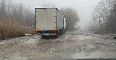 Водители жалуются на состояние дороги на столичной улице Индустриальная.