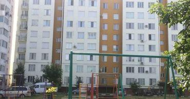 В Унгенах двухлетняя девочка упала с пятого этажа многоквартирного дома.
