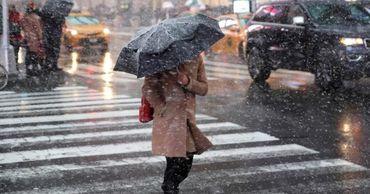 В северных районах страны, синоптики прогнозируют дождь со снегом.