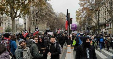 В Париже забастовка работников транспорта продлится до 9 декабря.