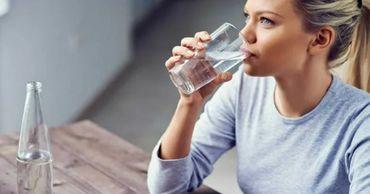 Врач рассказала, какую смертельную опасность несет переизбыток воды.