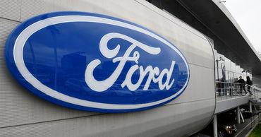 Ford приостановит работу нескольких автозаводов в США из-за дефицита чипов.