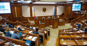 Парламент может сегодня рассмотреть вопрос о лишении иммунитета двух депутатов.