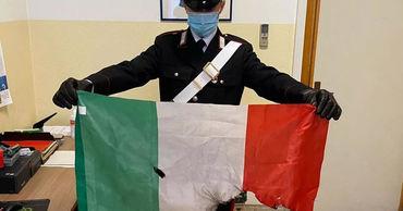 Спели гимн Молдовы и подожгли флаг Италии: троим молдаванам грозит тюрьма.