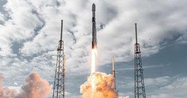 SpaceX запустила на орбиту еще 60 интернет-спутников Starlink.