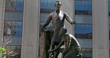 Власти Бостона решили демонтировать скульптуру Линкольна