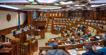 Общая продолжительность дискуссий на пленарных заседаниях составила  121,14 часа.
