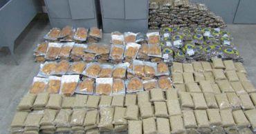 Молдаванин вез контрабандой в ЕАЭС 400 килограммов орехов и сухофруктов.