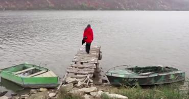 В исчезающее молдавское село жители приезжают только в гости.