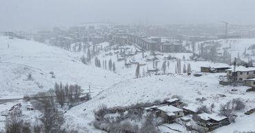В Анкаре неожиданно начался снегопад.
