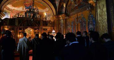 Власти запретили проведение всех религиозных мероприятий на 2 недели.