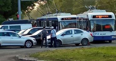 В столице сотни людей не могли уехать домой из-за припаркованного авто
