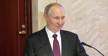 Конфуз с микрофоном Путина попал на видео.