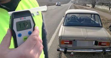 В стельку пьяный водитель едва не спровоцировал аварию.