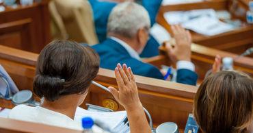 Парламент принял декларацию о политическом перемирии.