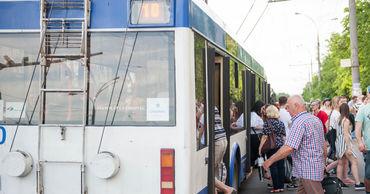 В столичном троллейбусе произошла драка между двумя пассажирами.
