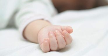 Врачи рассказали о состоянии здоровья найденного в столице младенца.