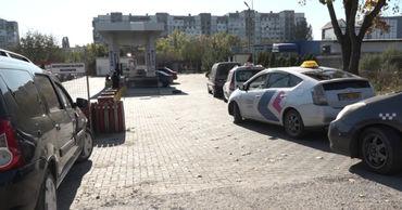 На АЗС в Бельцах наблюдается нехватка метана, образовались очереди.