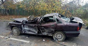 В Рыбнице легковой автомобиль врезался в цементовоз и перевернулся.