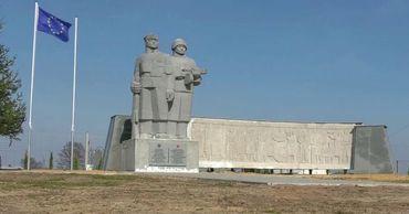 Поляк спас от сноса памятник победителям фашизма, поставив его на своем участке.