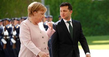 Зеленский и Меркель объявили о выполнении условий для встречи с Путиным.