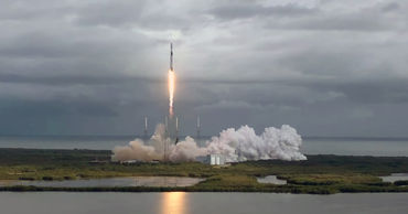 SpaceX запустила ракету с рекордным числом спутников.