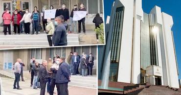 Президентура: Протест в Единцах организован, чтобы сорвать визит Санду. Коллаж: Point.md