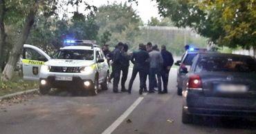 Троих мужчин подозревают в даче ложных показаний против сотрудников полиции.