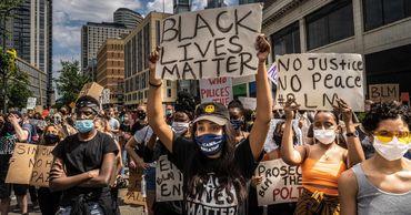 Граждане США поддерживают Black Lives Matter, но против сноса памятников. Фото: axios.com.