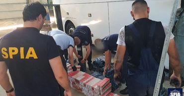 Гражданин Румынии намеревался незаконно провести через границу более 1500 пачек табачных изделий.