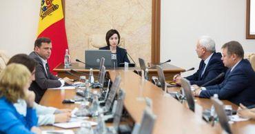 Опрос: Граждане высоко оценили работу правительств Санду и Филипа