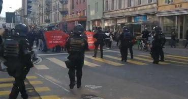 В Цюрихе на незаконной акции феминисток женщина укусила полицейского.