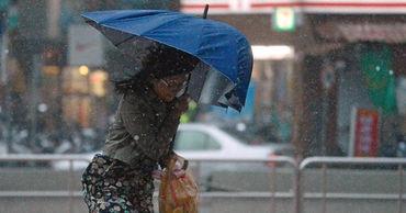Синоптики прогнозируют усиление ветра, грозовые дожди и град в стране.