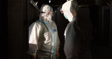Пандемия COVID-19 уменьшила число медработников, готовых вакцинироваться.