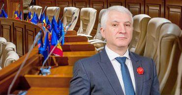 Константин Ботнарь сложил мандат депутата.