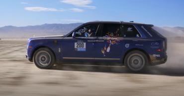 Кроссовер Rolls-Royce принял участие в женском ралли по пустыне.
