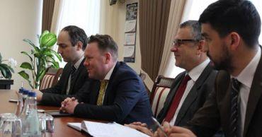 Вице-премьер Александр Фленкя провел встречу с послом Украины.