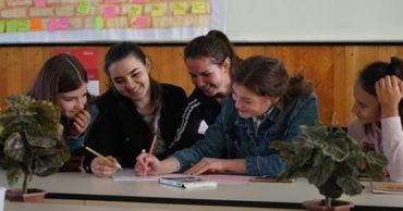 Более 30 молодежных организаций страны получат гранты Министерства образования.