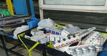 Молдаване перевозили через границу контрабандные сигареты и алкоголь.